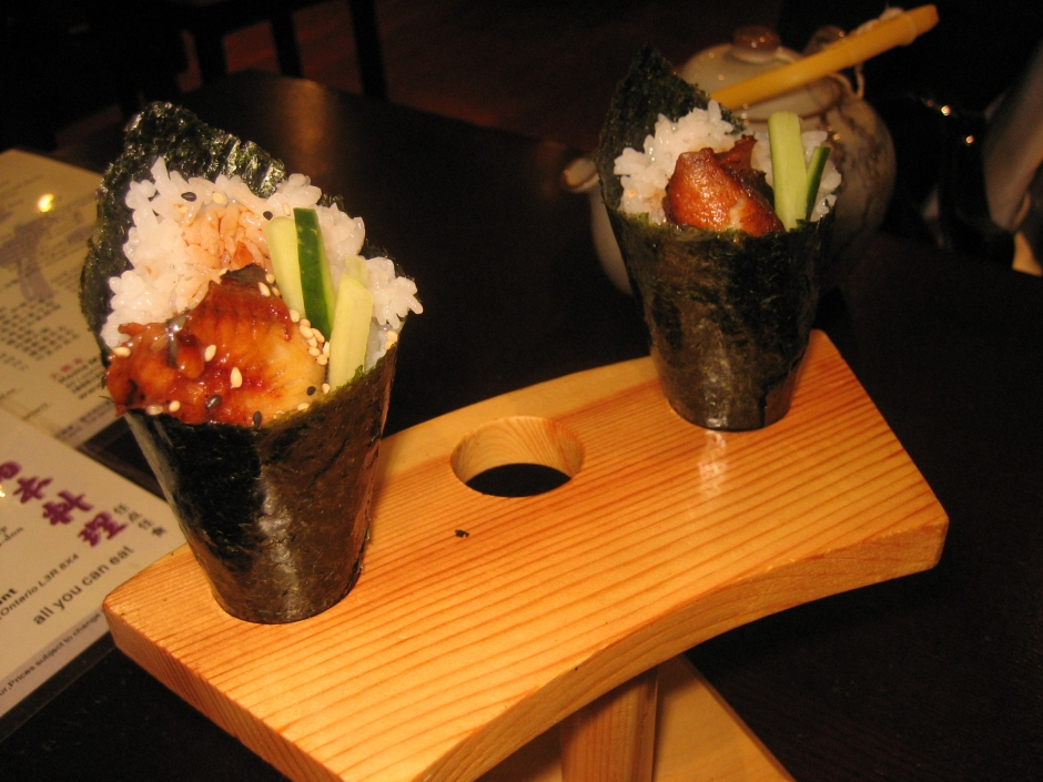 Eel_temaki_zushi_by_The_Wong_Family_Pictures